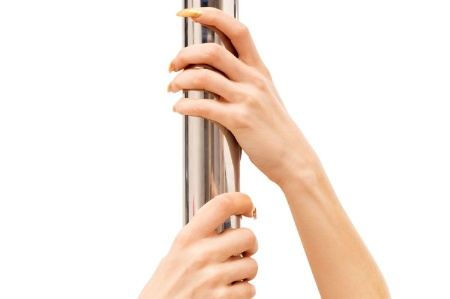 womans_hands_pole_dancin_450.jpg