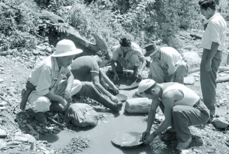 Men sifting for gold (B&W)