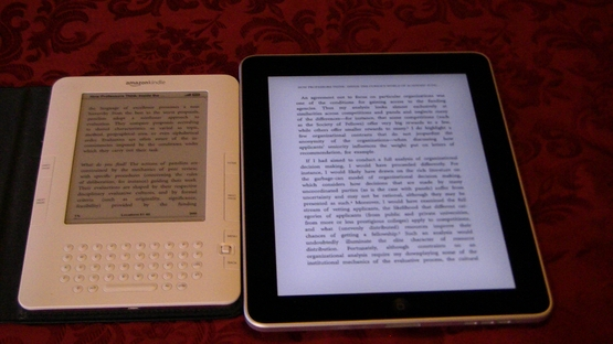 Kindle_and_iPad_comparison.JPG