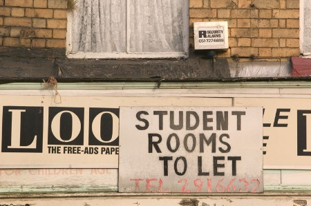 'Student rooms to let' sign