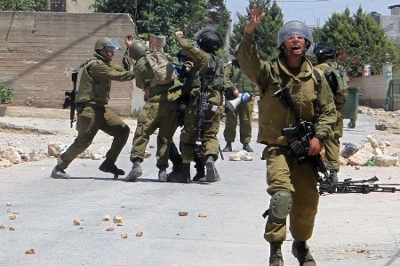 Isreali soldiers fighting