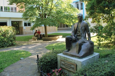 Statue of José María Arizmendiarrieta