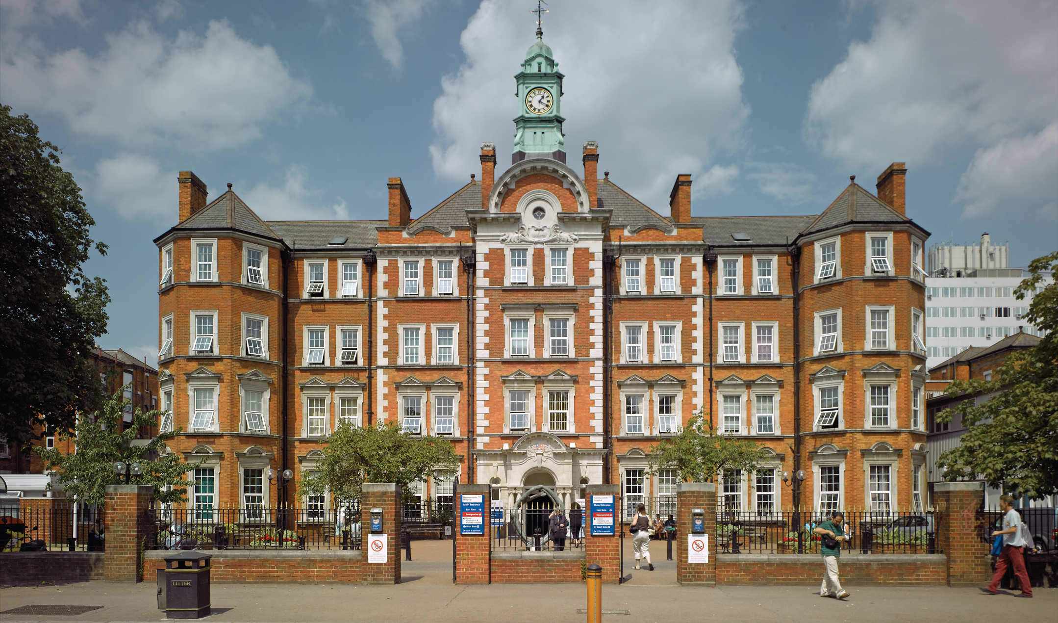 Top 25 Uk Universities For Graduate Employment Times Higher Education The