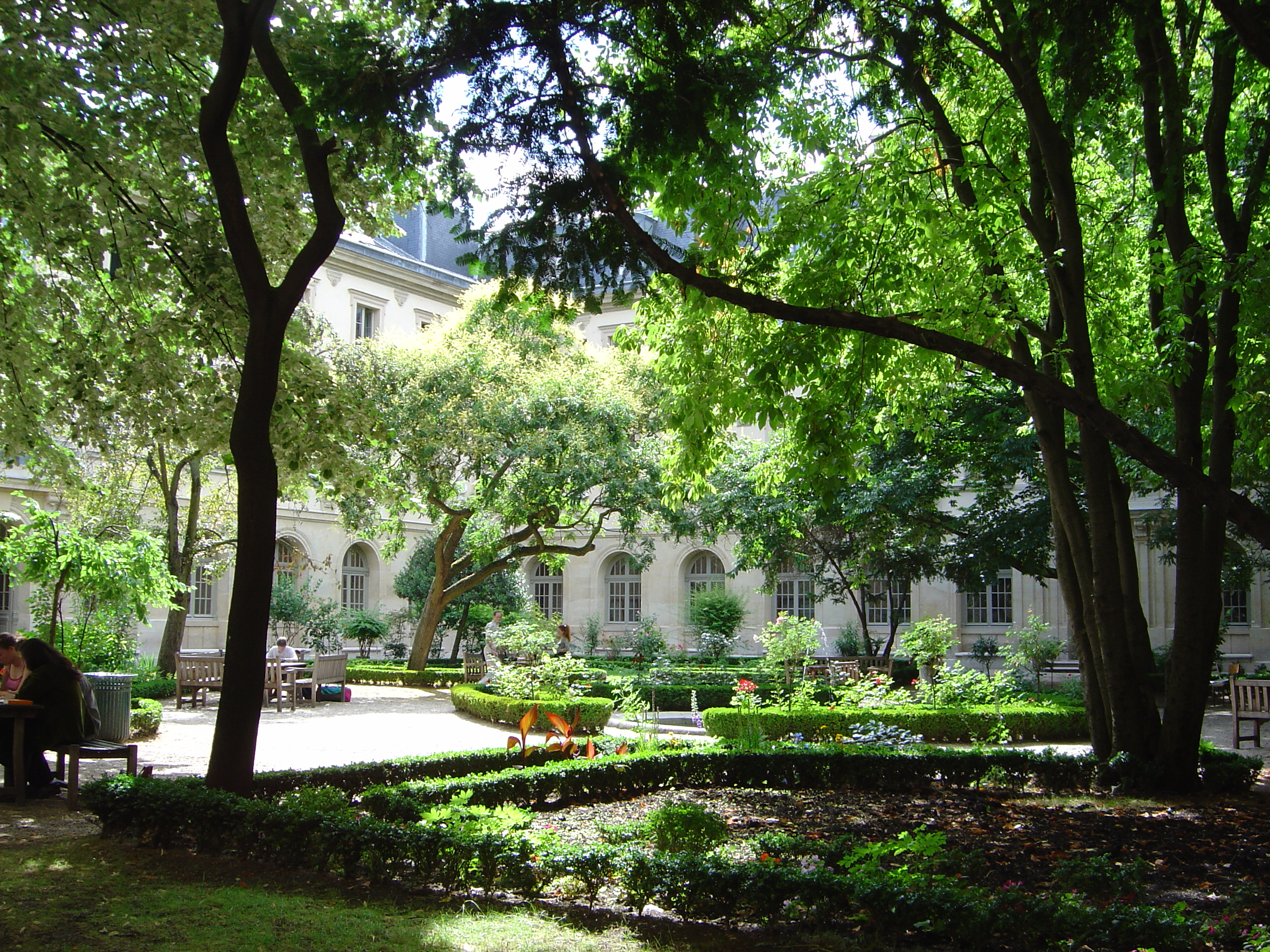 ESCP Europe Business School offering MBA, Specialized Paris school of photography