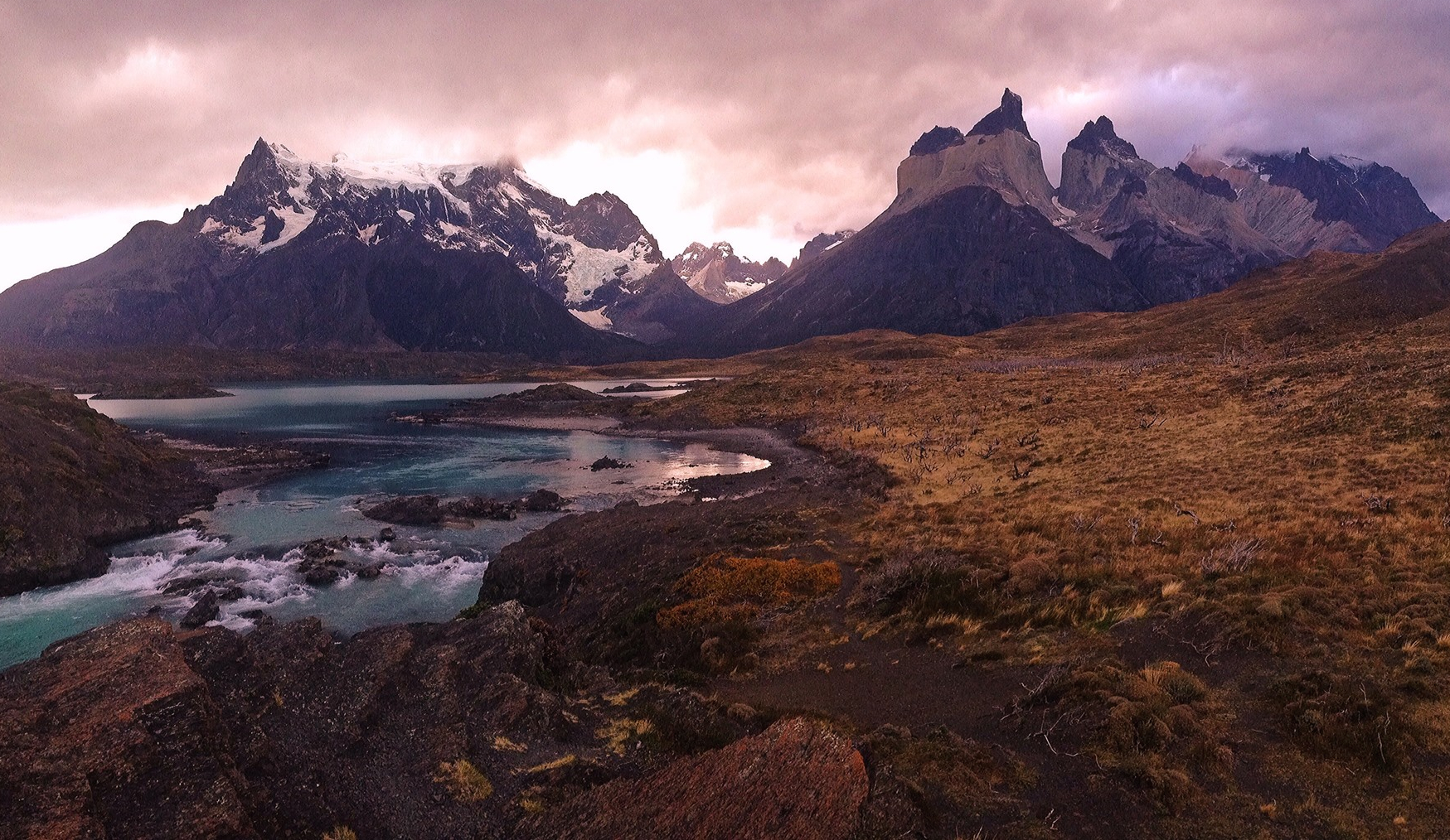 Parque Nacional Torre sdel Pain, Chile by Ian Oechsle
