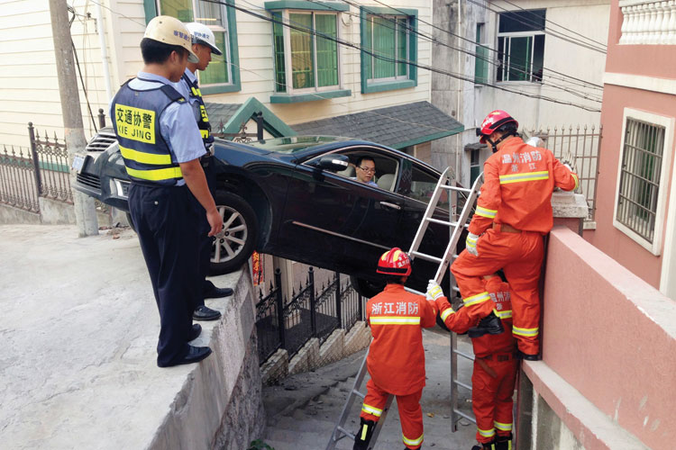 Man being rescued from car, Wenzhou, Zhejiang Province, 2014