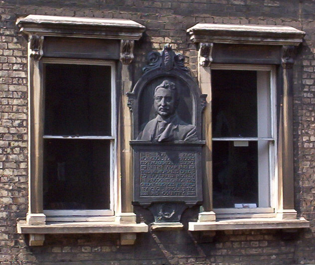 Rhodes bust in Oxford