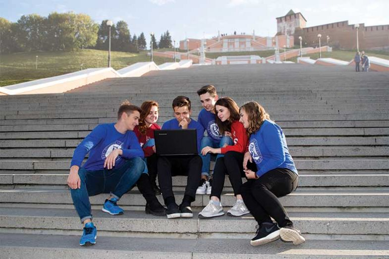 3-hse-students-mobile-tech