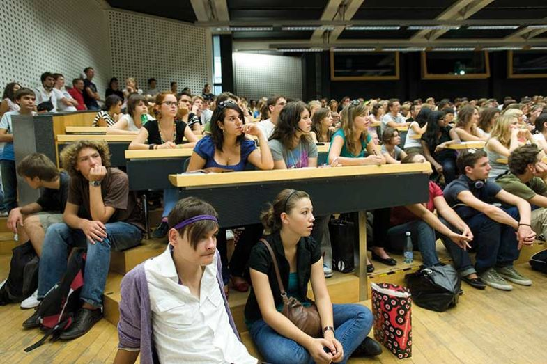 crowded-lecture-hall