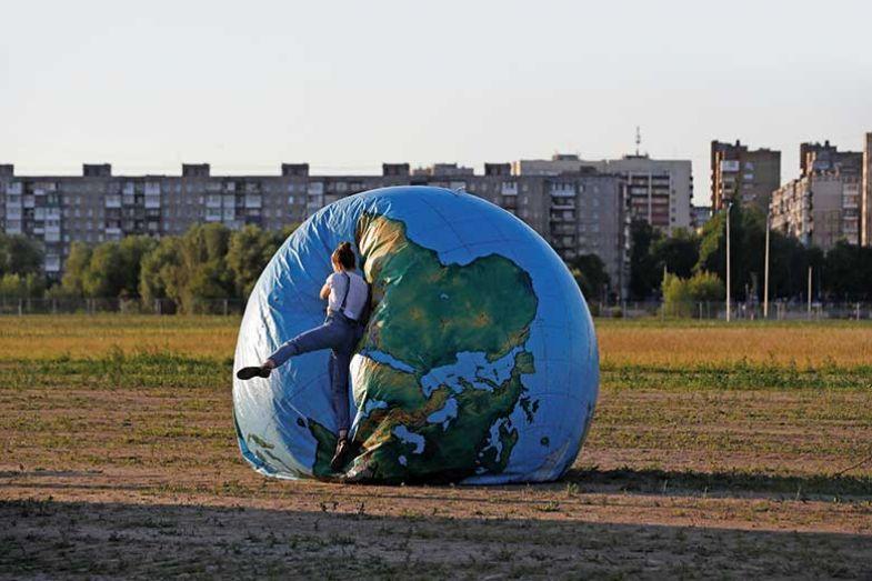 deflated-globe