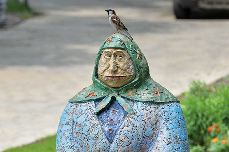 bird_on_statue