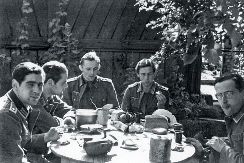 german soldiers eat breakfast