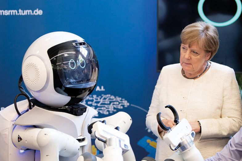 Angela Merkel takes a tour of the Munich School of Robotics and Machine Intelligence at the TUM
