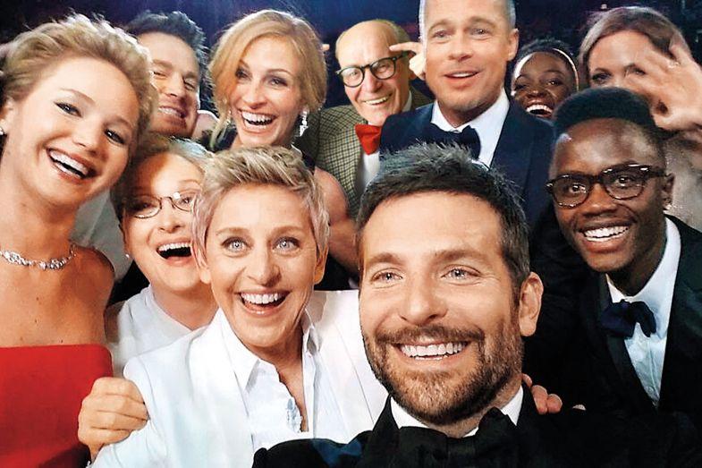 Oscar crowd take a selfie impostor syndrome