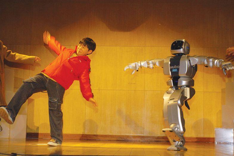 Students walk with humanoid Robot 'HUBO' at KAIST, South Korea
