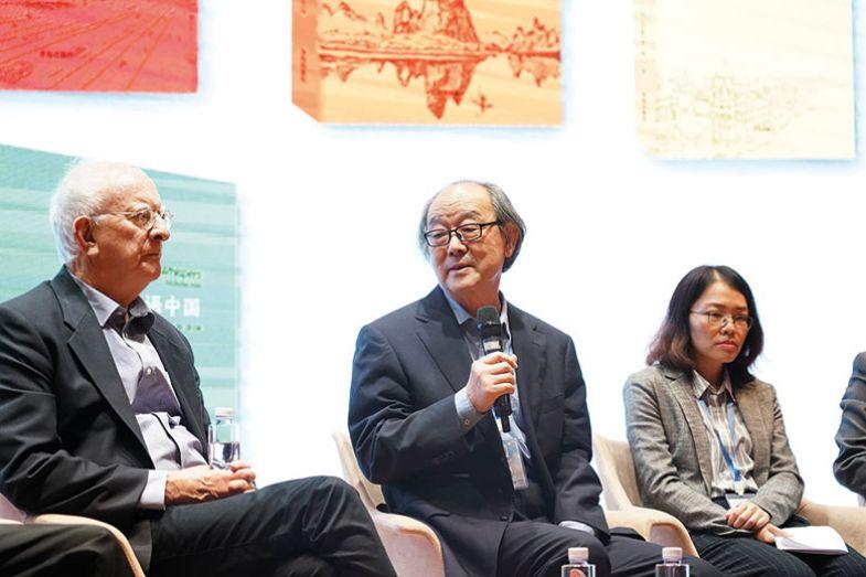Author David Walker and translator Li Yao in conversation