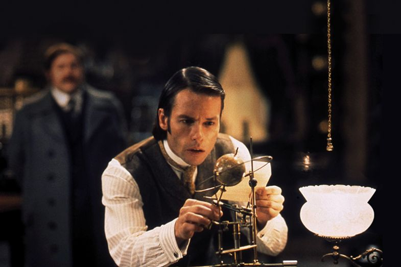 "Guy Pearce in ""The Time Machine"" (movie still)"