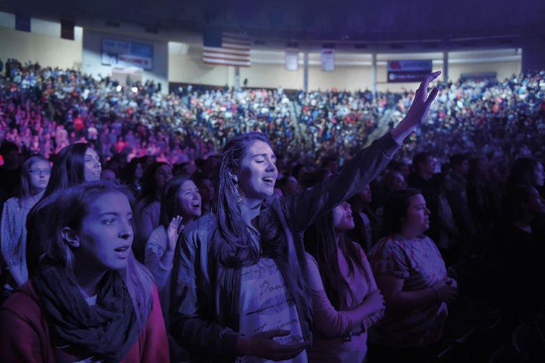 religious-crowd