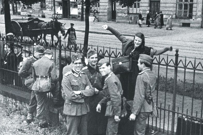 sophie scholl and german soldiers