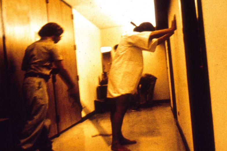 stanford-prison-experiment-guard-prisoner