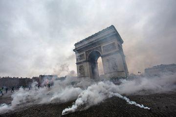 protest at Arc de Triomphe in Paris