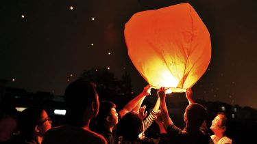 Chinese students releasing paper lanterns