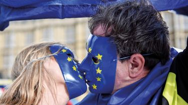 Kissing in EU masks