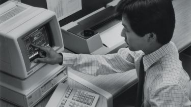 Man using Hewlett Packard HP-150 touchscreen computer
