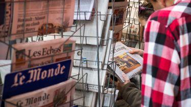 newspaper-kiosk-in-paris-day-after-terrorist-attacks-in-november-2015