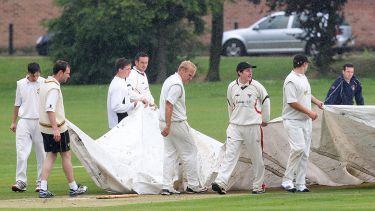 Rain delays play in cricket