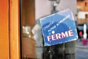 Closed sign in French