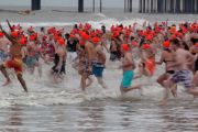 People Running To The Water On Dutch New Year's Div