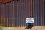Pro-migrant protester
