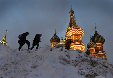 russian-hikers-over-snow