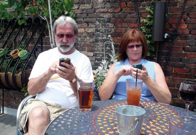 couple-on-phones