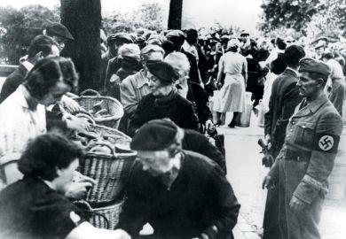 Food relief for refugees, Paris, 1940