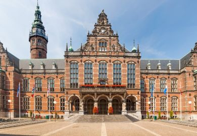 The University of Groningen has won praise for its reaction to the shift online