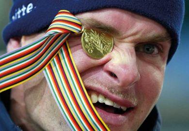 medal-eye-squint