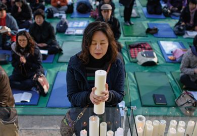 Parent prays for students sitting college entrance exams, Seoul