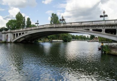 Reading bridge