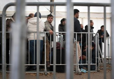 Syria refugees queue