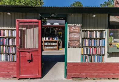Bart's Books, Ojai, California the bookstore is open 24/7 & keeps many books in bookshelves on the outside walls of the store.