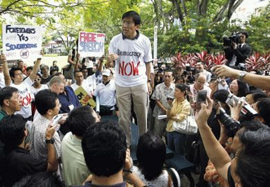 Chee Soon Juan gives speech, speakers corner