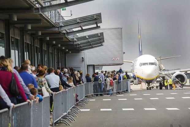 airport-queue