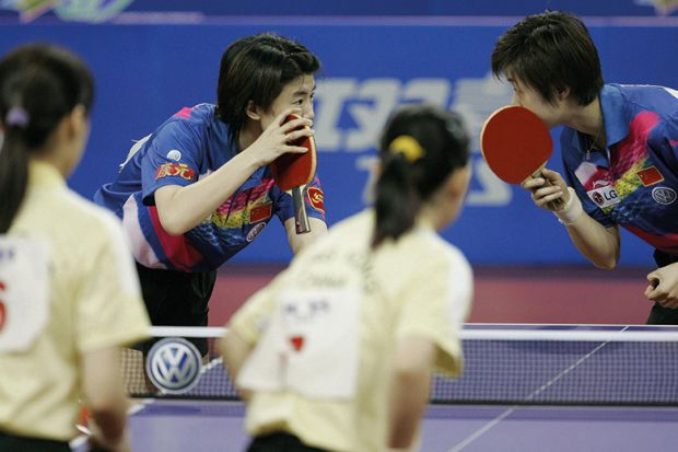 Chinese table tennis players whisper to each other