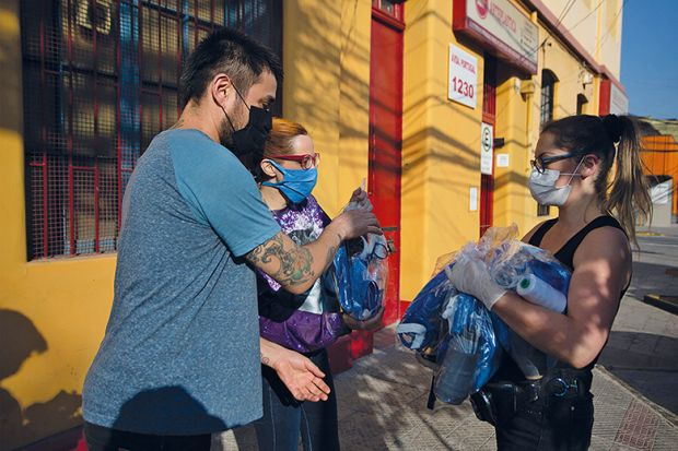 distributing masks in Chile