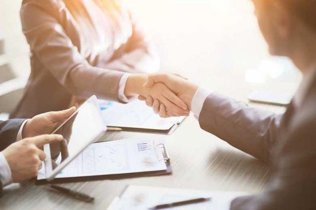collaboration-handshake