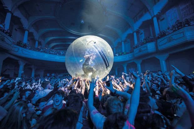 Crowdsurfing in a bubble
