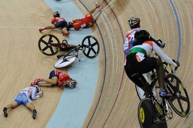 cyclists-crash