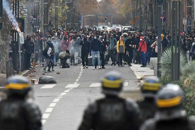 french-street-riot